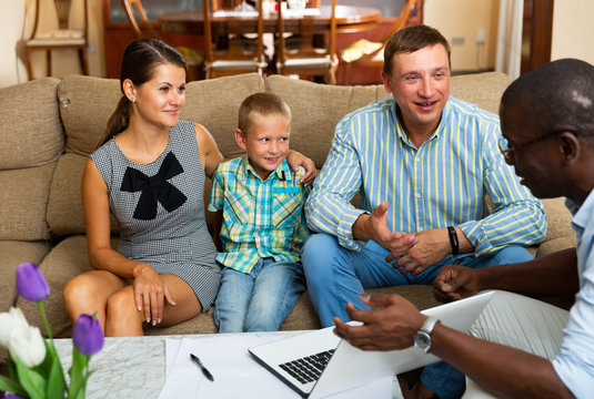Social worker asks questions to parents of a child