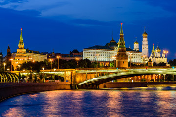 Foto op Plexiglas Aziatische Plekken Sightseeing Of Moscow, Russia. The view of Moscow Kremlin and Moscow river. Beautiful night view.