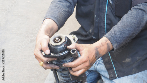 Asian mechanic service industry of transportation, he to do
