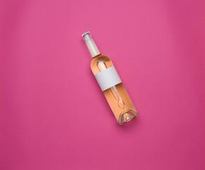 Bouteille vin rosé fond rose photo studio étiquette personnalisable