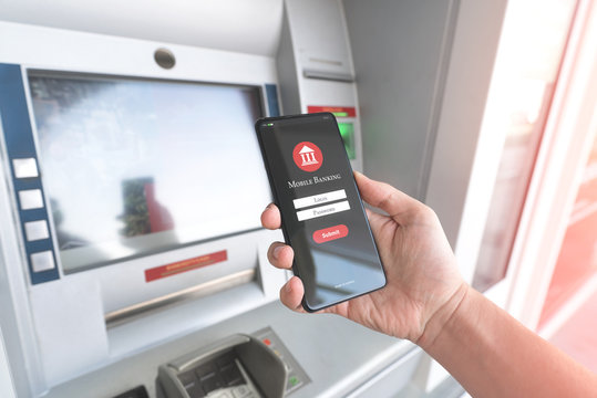 Withdraw money from an ATM with mobile phone