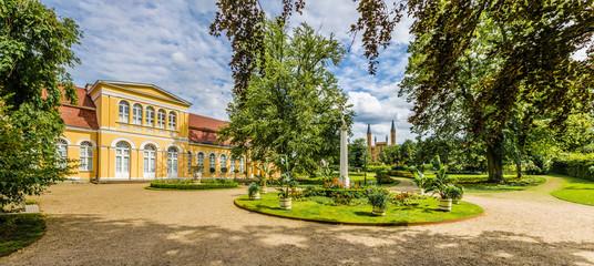 Neustrelitz Schlossgarten mit Orangerie und Schlosskirche