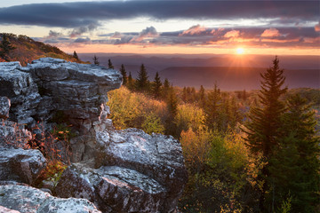 Fototapete - Autumn Sunrise from Bear Rocks - West Virginia