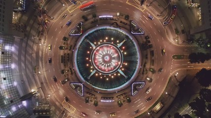 Fototapete - Drone view fly over the Singapore landmark financial business district with skyscraper. Fountain of Wealth at Suntec city in Singapore. 4K UHD Camera Motion circle of traffic in center of business.