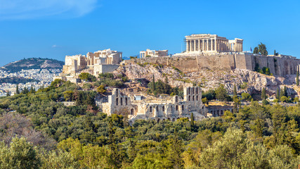 Fototapete - Acropolis of Athens in summer, Greece. View of famous Parthenon and Odeon of Herodes. Urban landscape of old Athens with classical Greek ruins. Scenic panorama of remains of ancient Athens city.