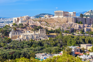 Fototapete - Athens cityscape in summer, Greece. Acropolis hill with famous old Parthenon, top landmark of Athens. Nice landscape of Athens city with classical Greek ruins. Panorama of remains of ancient Athens.