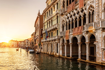 Fototapete - Venice at sunset, Italy. Ca' d'Oro palace (Golden House) in foreground. It is landmark of Venice. Beautiful view of Grand Canal in the Venice center at dusk. Scenery of the old Venice city in evening.