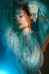 Foto auf AluDibond womenART Beautiful lady in blue chiffon dress