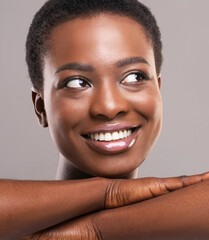 Fototapete - Attractive african woman with perfect skin smiling and looking aside