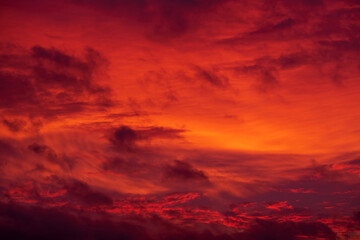 photo of a evening orange-red sky with clouds Fototapete