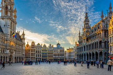 Photo sur cadre textile Bruxelles Grand Place (Grote Markt) with Town Hall (Hotel de Ville) and Maison du Roi (King's House or Breadhouse) in Brussels, Belgium. Grand Place is important tourist destination in Brussels.