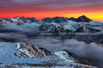 Obraz Sunset in Kopa Kondracka in Polish Tatra Mountains in winter snow weather conditions - fototapety do salonu