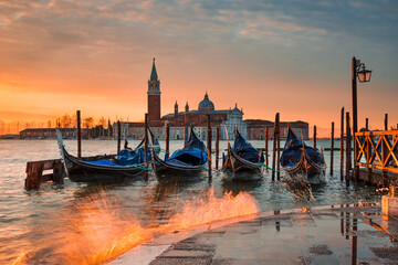 Keuken foto achterwand Gondolas Sunrise at the Grand Canal in Venice, Italy