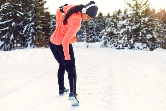 Stretching, trauma, pain of the legs when running in winter.