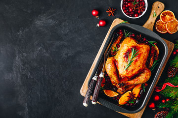 Fotorolgordijn Kip Christmas baked chicken or turkey with spices, oranges and cranberries