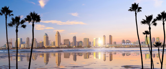 Photo sur Aluminium Mer coucher du soleil Downtown San Diego skyline in California, USA