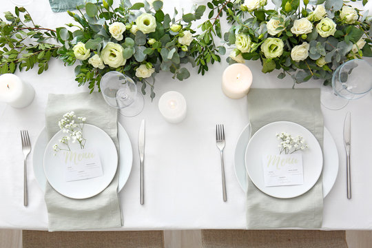 Beautiful table setting with floral decor
