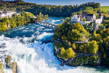 Papiers peints Cascades Rhine Falls or Rheinfall, Switzerland panoramic aerial view. Tourist boat in waterfall. Bridge and border between the cantons Schaffhausen and Zurich. Cliff-top Schloss Laufen castle, Laufen-Uhwiesen
