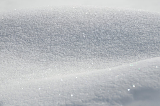 Texture de neige en gros plan. Cristaux de neige brillants