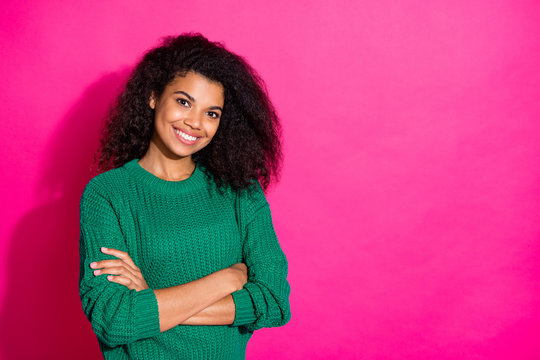 Portrait of confident independent cool afro american girl cross her hands want be real professional entrepreneur can work in winter wear fashion sweater isolated over pink color background