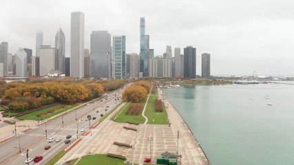 Fototapete - Chicago downtown aerial drone fall foliage grant park lake michigan moving