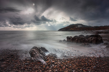 Storm clouds over and a long exposure at Bracelet Bay on the Gower peninsula in Swansea, South Wales, UK Fototapete