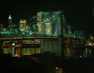Brooklyn Bridge, view of the Brooklyn Bridge and the lower Manhattan skyline at night, 1978