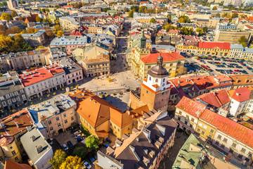 Lublin z lotu ptaka - widok na deptak i bramę Krakowską. Krajobraz miasta z powietrza.
