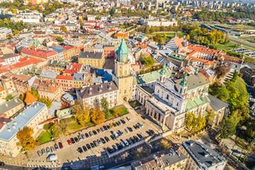 Lublin - krajobraz miasta z lotu ptaka. Wieża Trynitarska i Katedra Lubelska widziane z powietrza.