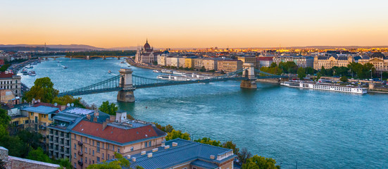 Papiers peints Stockholm Budapest, Hungary - October 01, 2019: View of the Szechenyi Chain Bridge over Danube and the Hungarian Parliament Building in Budapest, Hungary