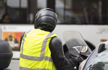 polizziotto su una motocicletta