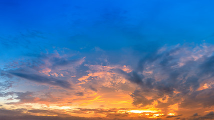 Beautiful sky and colorful clouds at sunset Fototapete