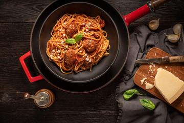 Spaghetti meatballs on the table.