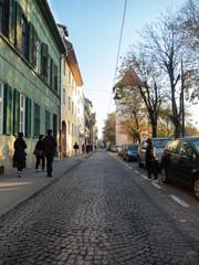 Stores à enrouleur Europe de l Est Tourists visiting well-preserved ancient town, Sibiu, in autumn.