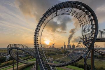 Sonnenuntergang über einem Stahlwerk im Ruhrgebiet