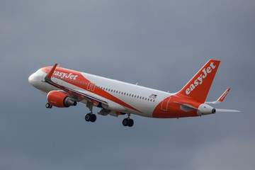 OE-IZP easyJet A320-200 after take off at Tegel/Berlin/Germany, 25.05.2019