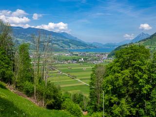 Dorf Giswill in der Schweiz mit Blick auf den Sarnersee