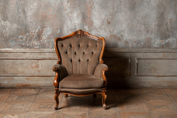 Keuken foto achterwand Retro old armchair against a vintage wall