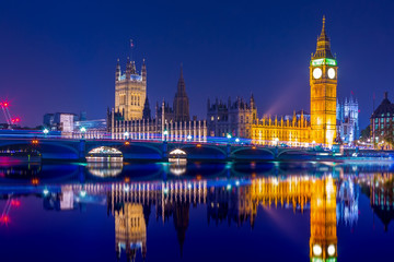 Big Ben clock tower on River Thames in Westminster, London at night. Long exposure. Fototapete
