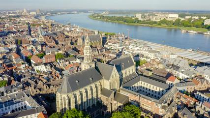Stores à enrouleur Antwerp Antwerp, Belgium. St. Paul s Cathedral (Sint-Pauluskerk), Aerial View