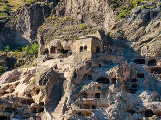 Vardzia, Wardsia ist eine Höhlenstadt westlich der Stadt Achalkalaki in der Munizipalität Aspindsa, in der Region Samzche-Dschawachetien im Süden Georgiens,