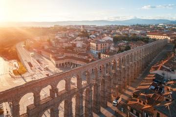 Keuken foto achterwand Oude gebouw Segovia Roman Aqueduct aerial sunrise view