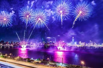 Foto auf Leinwand Violett Taipei, Tamsui River, Dadao, Mid-Autumn Festival, fireworks scenery film
