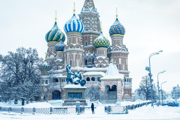 Fototapete - Moscow in cold winter, Russia. St Basil`s cathedral on Red Square during snowfall. This place is famous landmark of Moscow. Old architecture of Moscow center under the snow. Concept of Russian frost.