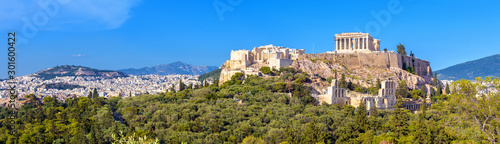 Fototapete Landscape of Athens city with famous Acropolis, Greece. Old Acropolis is a top landmark of Athens. Panorama of Athens with classical Greek ruins. Scenic view of majestic remains of ancient Athens.