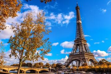 Poster Eiffeltoren Tour Eiffel bord de seine un automne dans la Capitale de Paris