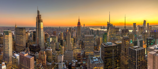 Fototapete - New York City Manhattan buildings skyline sunset evening 2019 November