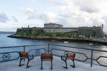 Castillo de San Antón situado en la entrada del puerto de La Coruña