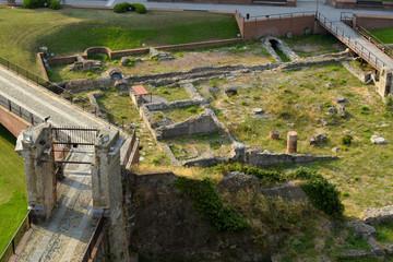Fototapete - Scavi archeologici - fortezza Priamar - Savona