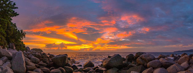 panorama sunset at Laem Sai cape. Many small and large stones surround Laem Sai cape from Karon Beach to Kata Beach.. Fototapete